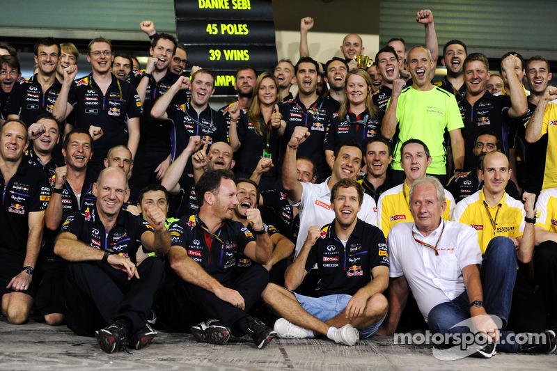 2014 - A Red Bull se despediu de Sebastian Vettel, após piloto dar quatro títulos à escuderia