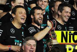 Mercedes AMG F1 Takımı Lewis Hamilton'ın Dünya Şampiyonluğunu kutluyor
