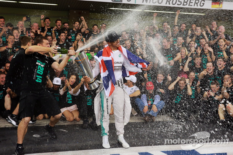 Il vincitore della gara e campione del mondo 2014 do Formula 1 Lewis Hamilton (Mercedes AMG F1) fest