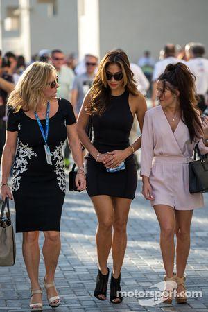 Linda Hamilton e Nicole Scherzinger, cantante, madrigna e fidanzata di Lewis Hamilton, Mercedes AMG F1