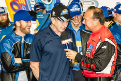 Kampioenschap victory lane: Bill Elliott viert feest met Dale Earnhardt Jr.