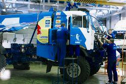 Il Team Kamaz Master Team lavora sui camion