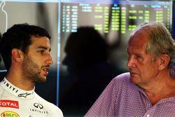 (I a D): Daniel Ricciardo, Red Bull Racing, con Dr. Helmut Marko, consultor de Red Bull Motorsport