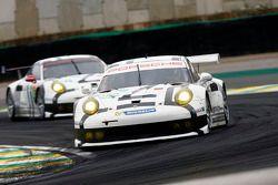 #92 Porsche Team Manthey Porsche 911 RSR: Frederic Makowiecki, Patrick Pilet