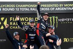 Reinis Nitiss e Andreas Bakkerud, Team Olsbergs celebram o campeonato