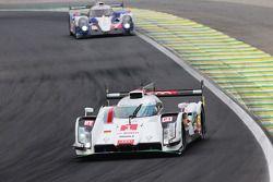 #1 Audi Sport Equipo Joest Audi R18 e-tron quattro: Lucas di Grassi, Loic Duval, Tom Kristensen