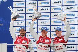 Podium: tercer lugar Lucas di Grassi, Loic Duval, Tom Kristensen
