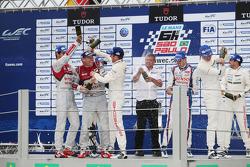 Podio: vincitori Neel Jani, Romain Dumas, Marc Lieb, il secondo posto Anthony Davidson, Sebastien Bu