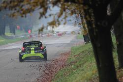 瓦伦迪诺·罗西,和Carlo Cassina, 福特嘉年华 WRC