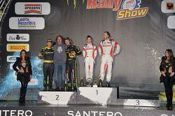 领奖台: 获胜者 罗伯特·库比卡,和Alessandra Benedetti, 第二名 瓦伦迪诺·罗西,和Carlo Cassina