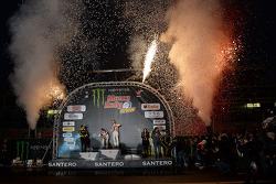 Podium: Los ganadores Robert Kubica y Alessandra Benedetti, segundo lugar Valenteno Rossi y autolo