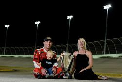2014 champion Kevin Harvick, Stewart-Haas Racing Chevrolet with wife DeLana and son Keelan
