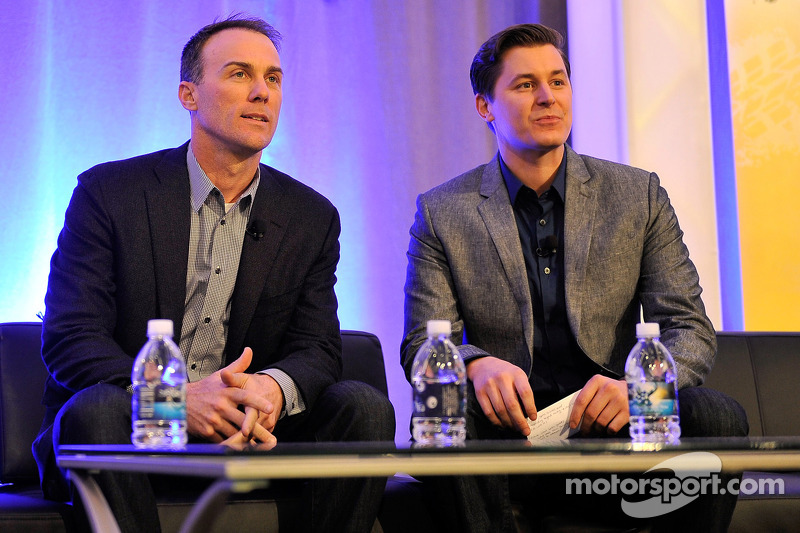 2014 champion Kevin Harvick, Stewart-Haas Racing with reporter Alan Cavanna