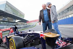 Helmut Marko and Carlos Sainz Jr., Toro Rosso