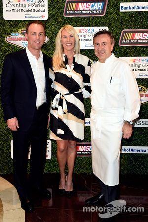 Kevin Harvick, Stewart-Haas Racing, con su esposa DeLana Harvick y el celebre chef, Daniel Boulud