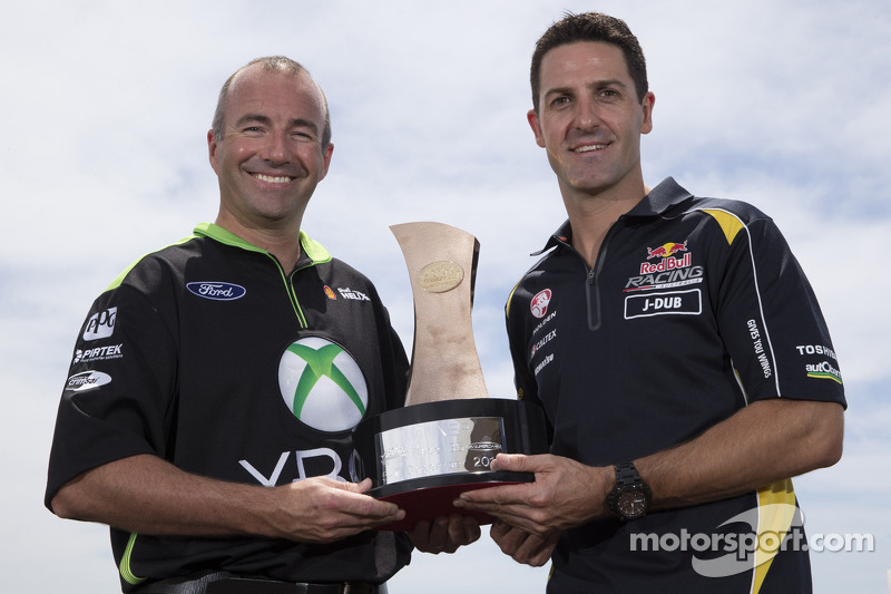 Jamie Whincup, Red Bull Holden e Marcos Ambrose,  Team Penske Ford
