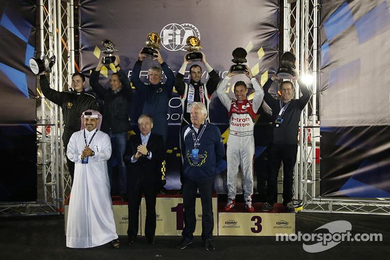 Podio de competencia de karts de la FIA