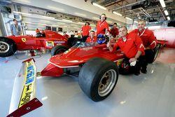 Марк Жене за рулем автомобиля Ferrari Жиля Вильнева