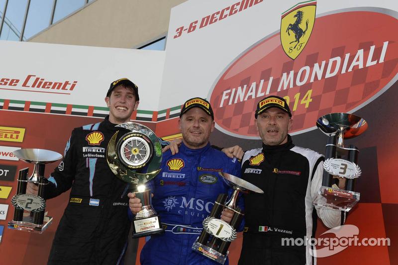 Ferrari Challenge Europe podio de carrera 1 - Trofeo Pirelli AM: ganador Tommaso Rocca, segundo siti