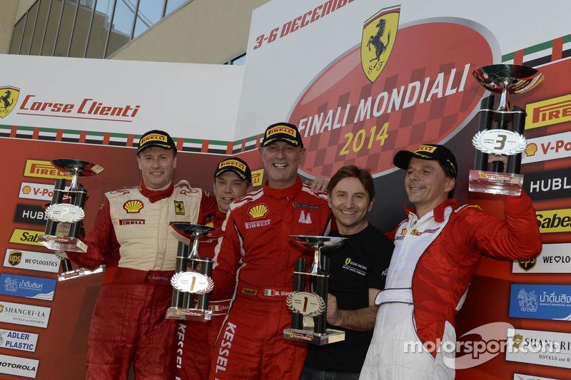 Ferrari Challenge Europe 1. yarış podyumu - Coppa Shell: Kazanan Massimiliano Bianchi, ikinci sıra D