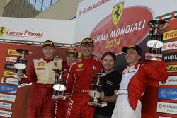 Ferrari Challenge Europe podio carrera 1 - Coppa Shell: ganador Massimiliano Bianchi, segundo puesto