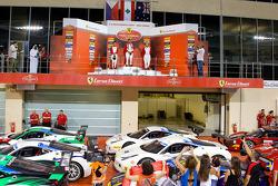 Ferrari Challenge APAC/NA podio carrera 1 - Coppa Shell: Tani Hanna ganador