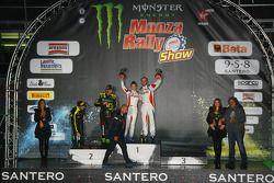 Pódio: vencedors Robert Kubica and Alessandra Benedetti, segundo lugar Valentino Rossi and Carlo Cas
