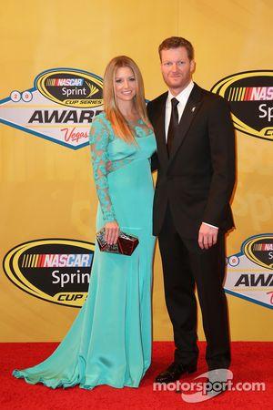 Dale Earnhardt Jr. y su novia Amy Reimann