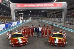 WEC Pilotus ve AF Corse kutlama yapıyor ve Ferrari F458 İtalya