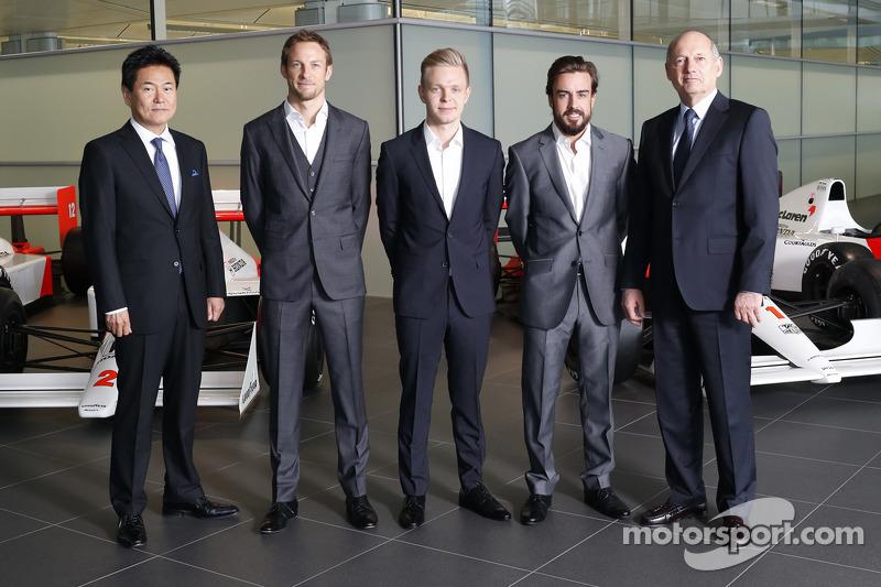 Голова Honda Motorsport Ясухіса Араі, Дженсон Баттон, Кевін Магнуссен, Фернандо Алонсо і керівник McLaren Рон Денніс