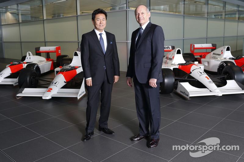 Ясухіса Араї, голова Honda Motorsport, Дженсон Баттон, Кевін Магнуссен, Фернандо Алонсо та Рон Денніс