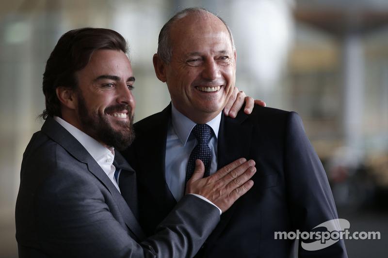Фернандо Алонсо і керівник McLaren Рон Денніс