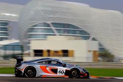 #60 迈凯伦 650S GT3: 彼得·考克斯, 尼科·普隆克, 吉尔斯·瓦纳莱