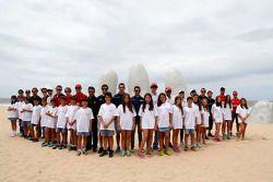 Photo de groupe des pilotes sur la plage