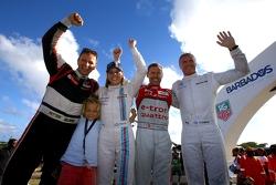 Los ganadores Tom Kristensen y Petter Solberg, en segundo lugar, Susie Wolff y David Coulthard