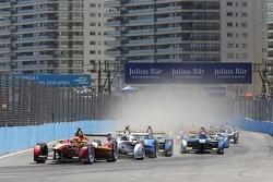 起步: 小尼尔森·皮奎特,中国赛车队领先