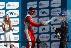 Podium: El ganador Sebastien Buemi, e.dams-Renault, segundo lugar Nelson Piquet Jr., Chena Racing