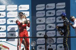 Podium: 1er Sébastien Buemi, e.dams-Renault, 2ème Nelson Piquet Jr., China Racing