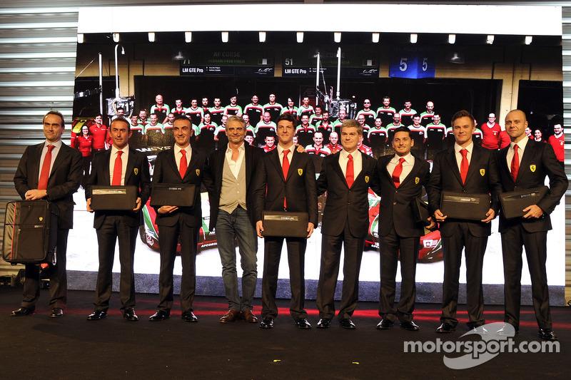 Maurizio Arrivabene con pilotos de GT