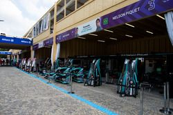 Box de Piquet Jr., Jaguar Racing, Mitch Evans, Jaguar Racing