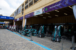 I garage di Nelson Piquet Jr., Jaguar Racing, Mitch Evans, Jaguar Racing