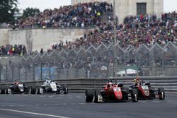 Petru Florescu, Fortec Motorsports Dallara F317 - Mercedes-Benz, Artem Petrov, Van Amersfoort Racing Dallara F317 - Mercedes-Benz