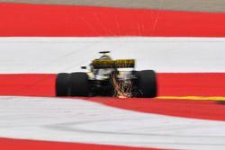 Nico Hulkenberg, Renault Sport F1 Team R.S. 18 sypie iskrami
