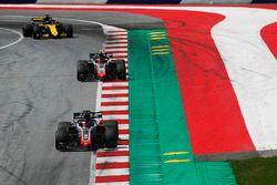 Romain Grosjean, Haas F1 Team VF-18, Kevin Magnussen, Haas F1 Team VF-18, y Nico Hulkenberg, Renault Sport F1 Team R.S. 18