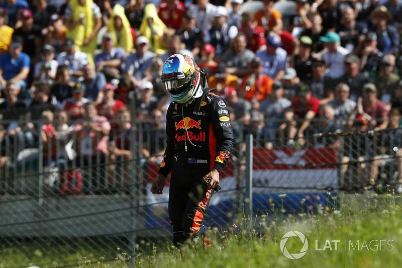 Daniel Ricciardo, Red Bull Racing, dopo il ritiro dalla gara