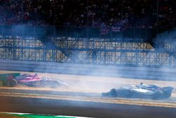 Sergio Perez, Force India VJM11, crashes into a advertising board at the start, as Lance Stroll, Williams FW41 passes by