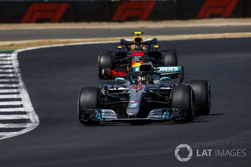 Lewis Hamilton, Mercedes AMG F1 W09, y Max Verstappen, Red Bull Racing RB14