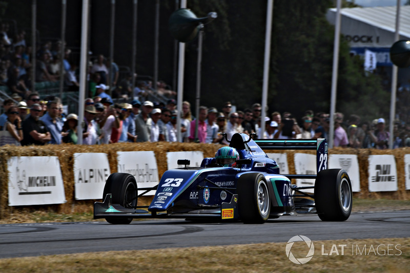 Billy Monger driving an F3 car