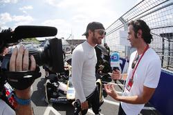 Jean-Eric Vergne, Techeetah, talks with TV Pundit Dario Franchitti, on the grid