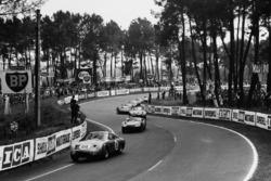 #18 Aston Martin DP215: Phil Hill, Lucien Bianchi